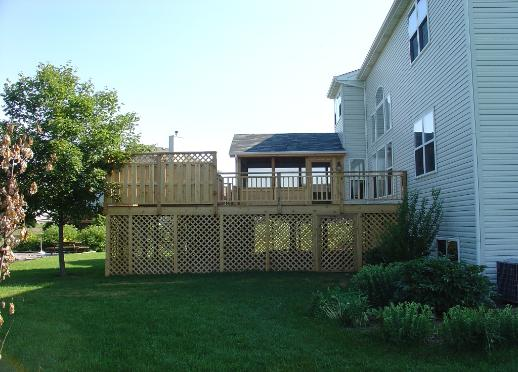 Large Cedar deck With Screened Room Crystal Lake Il