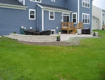 Paver Patio with seatwall Elgin